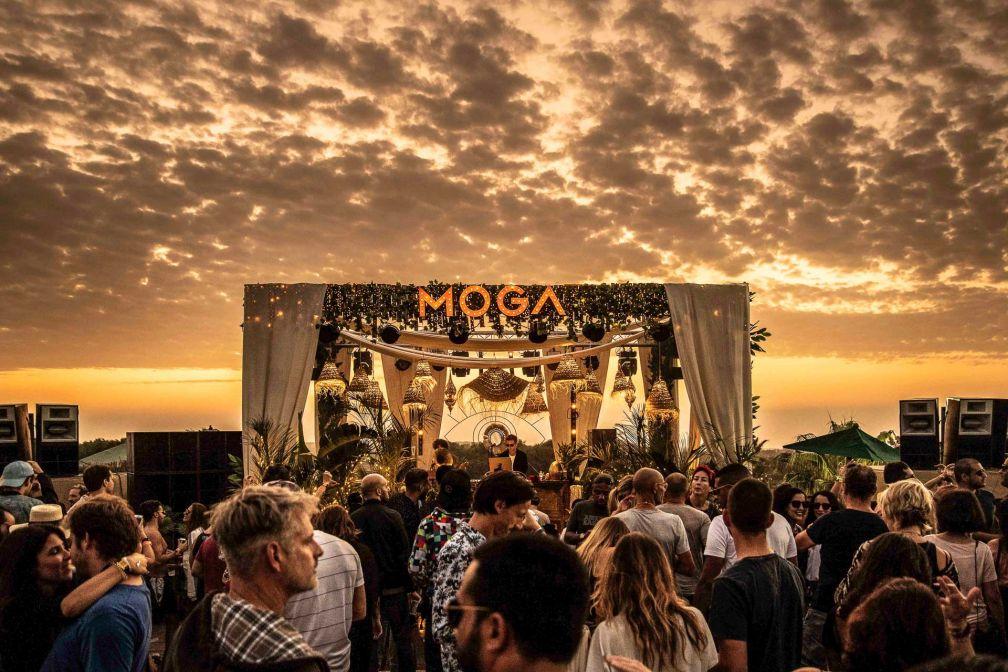 Lumière spectaculaire sur la scène principale du festival © Oli Riley Photography