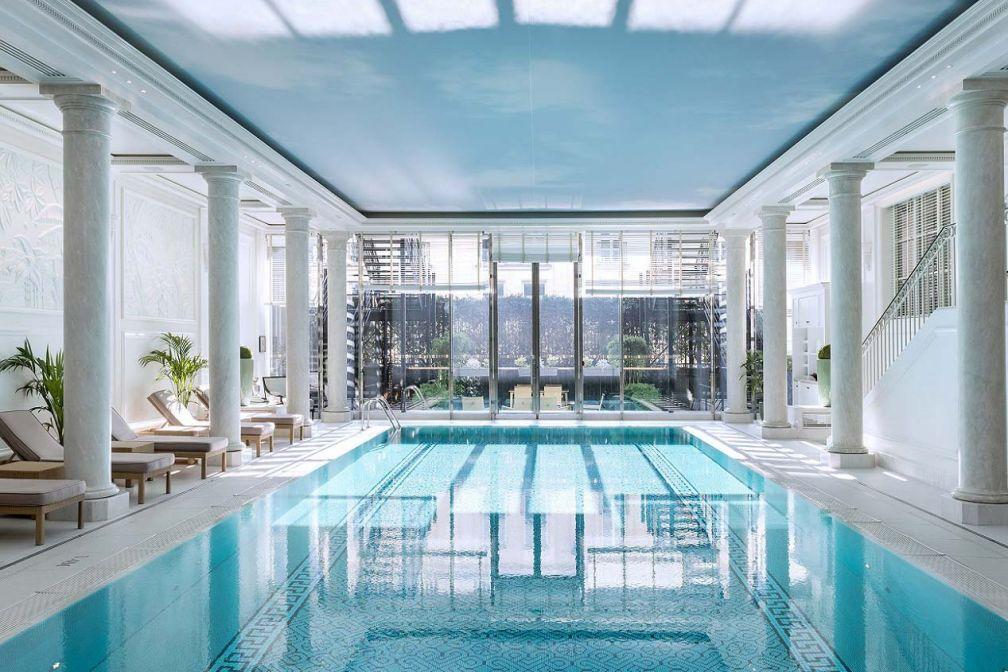 La piscine du Shangri-La Paris, l'un des deux palaces du 16e arrondissement © Roberta Valerio