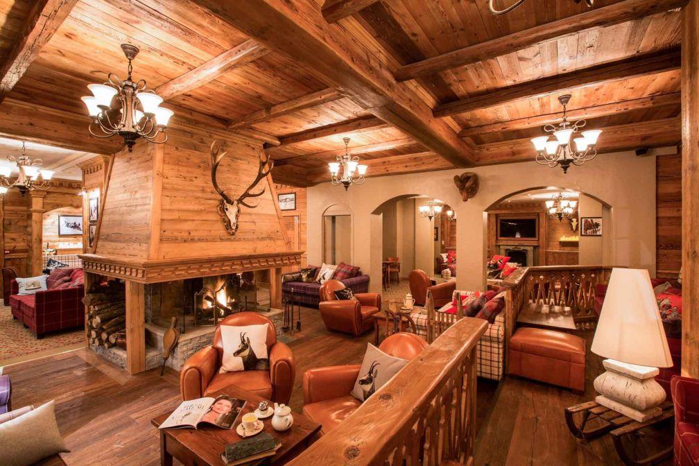 Ambiance autrichienne dans le salon de l'hôtel Alpen Ruitor à Méribel © DR