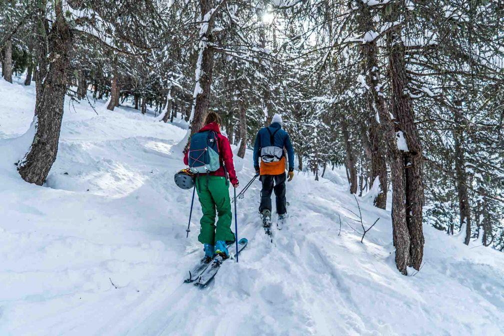 Promenade en ski de randonnée dans la neige fraîche © Vincent Lottenberg