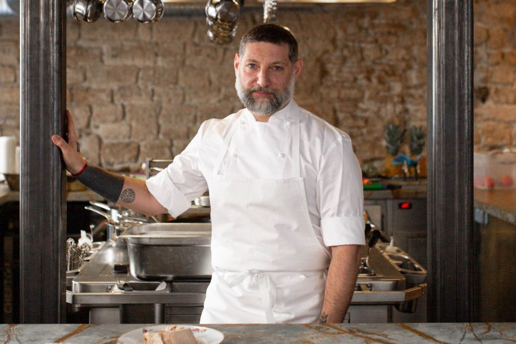 Le chef Assaf Granit dans son restaurant Shabour à Paris. © The Social Food