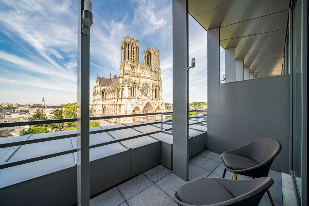 Depuis les chambres des derniers étages, la vue sur la cathédrale classée à l'UNESCO est imprenable. © Naiim de la Lisière