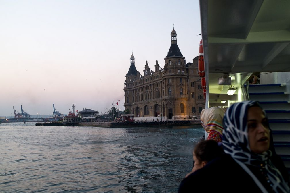 En ferry sur le Bosphore, ici près de la gare d'Haydarpaşa sur la rive asiatique. © Yonder /DB