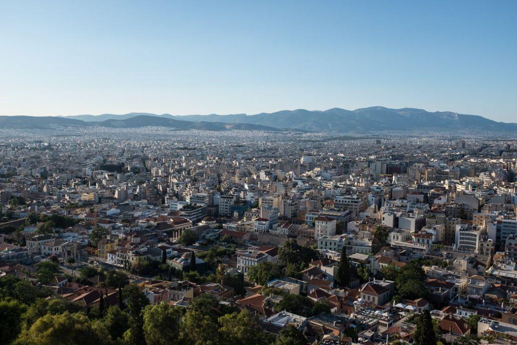 Vue sur Athènes depuis l'Acropole. On aperçoit à gauche l'Agora romaine, puis la Bibliothèque d'Hadrien et Monastiraki.