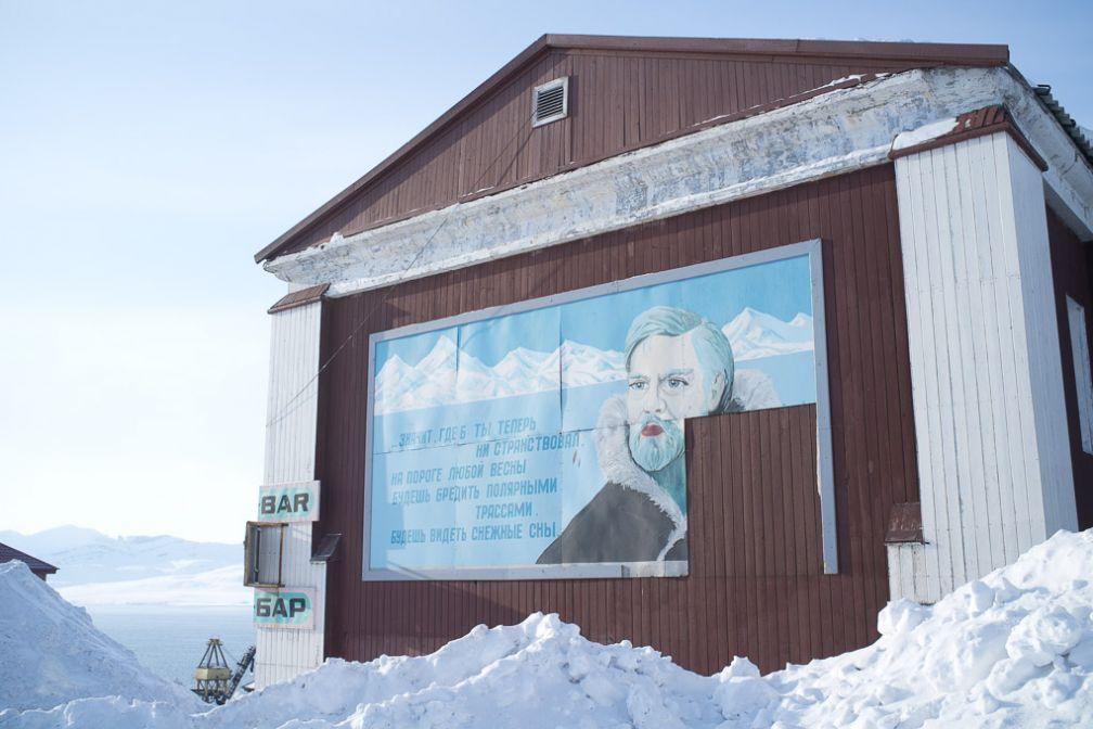 Peinture murale dans la ville minière russe de Barentsburg, une 40aine de km à l'ouest de Longyearbyen.