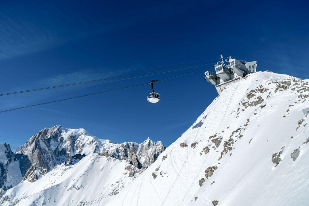 L'impressionnante montée par le téléphérique Skyway avec vue sur le Mont Blanc. © Vallée d'Aoste Tourisme