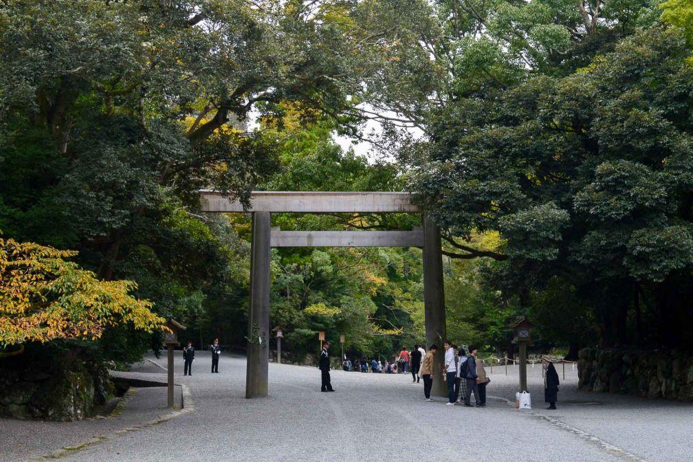Un torii dans le sanctuaire d'Ise-Jingu sépare l'espace sacré du profane. © Pierre Gunther