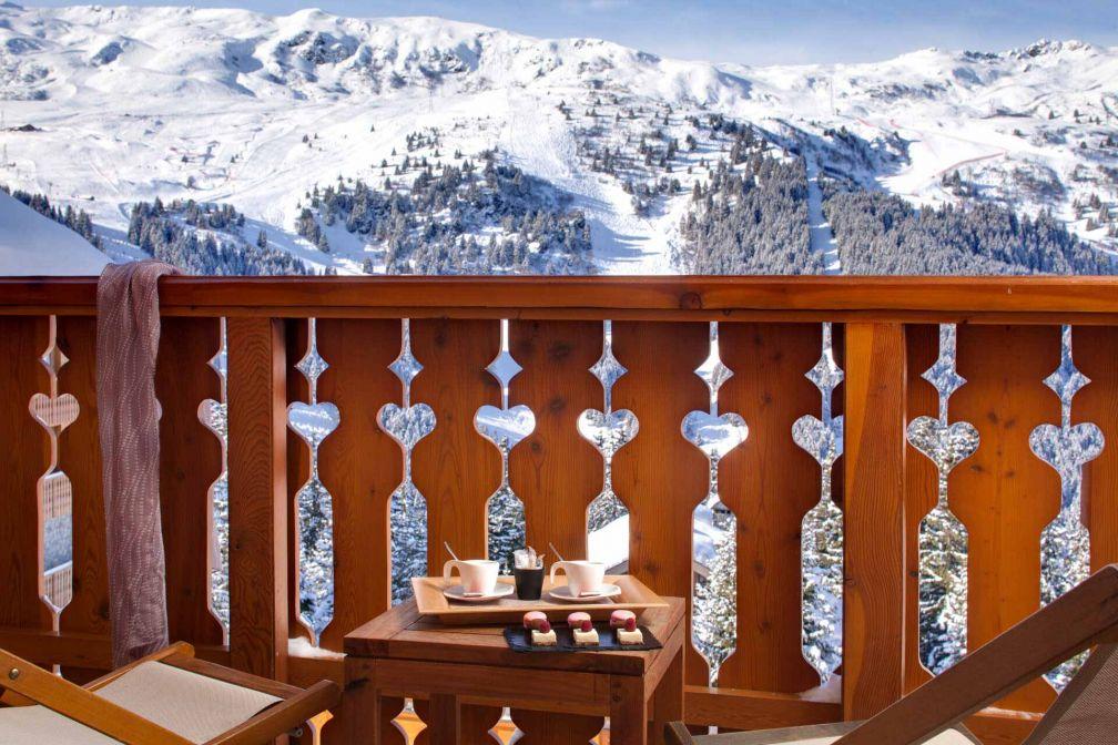 Les chambres de l'Hôtel Allodis à Méribel possèdent balcons et terrasses avec vue © DR