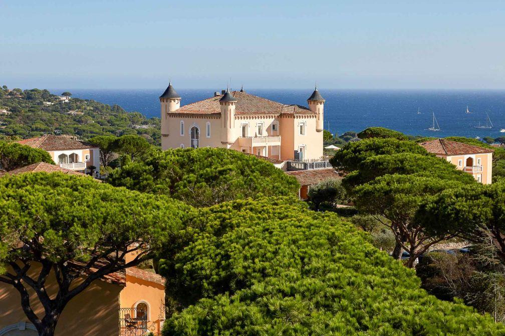 Sur fond de Méditerranée, le Château de la Messardière © David Grimbert