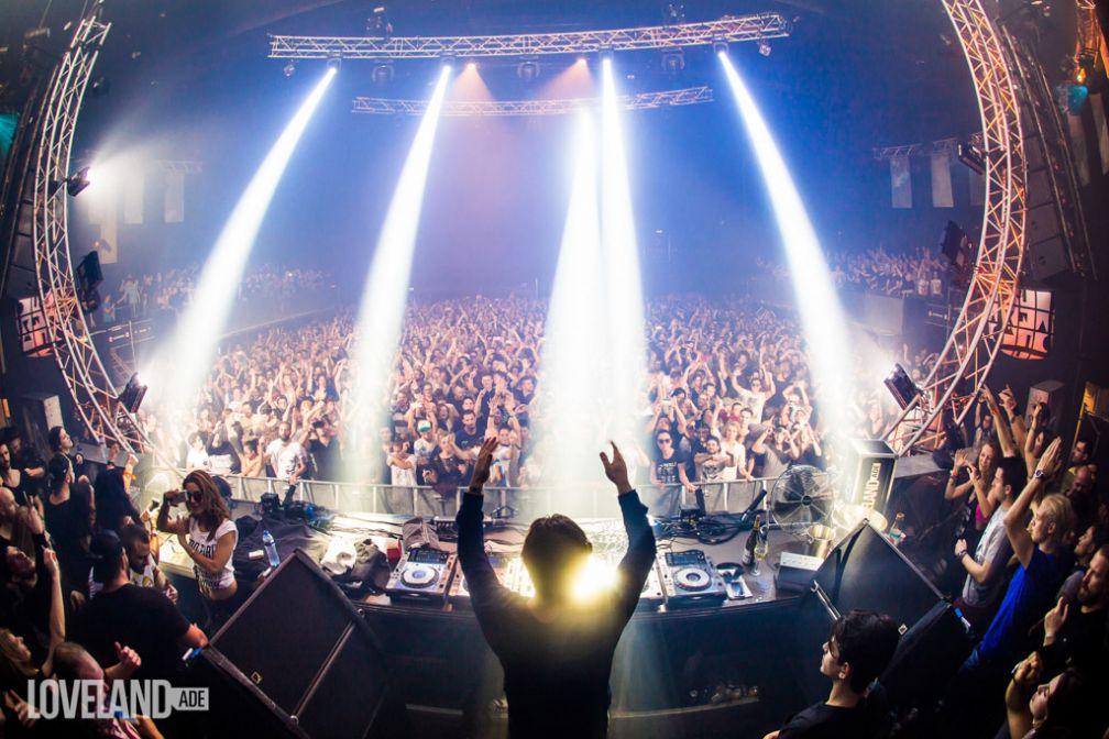 Solomun face à la foule pendant la soirée de son label, le Diynamic Showcase (Loveland, ADE 2015) © Tom Doms / Diynamic Music