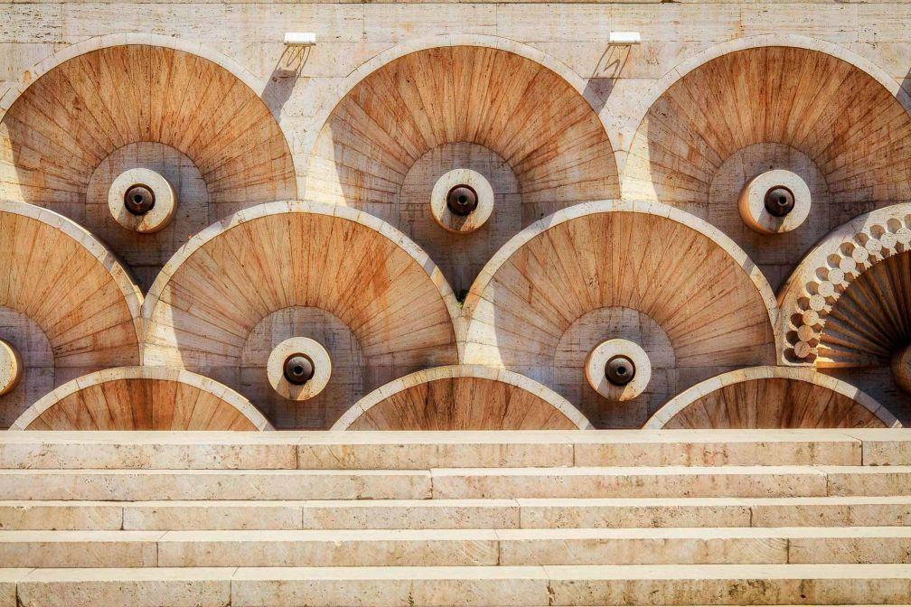 L'architecture brutaliste et ses motifs sur le monument Cascade, emblème de Erevan. © Hotel Alexander DR