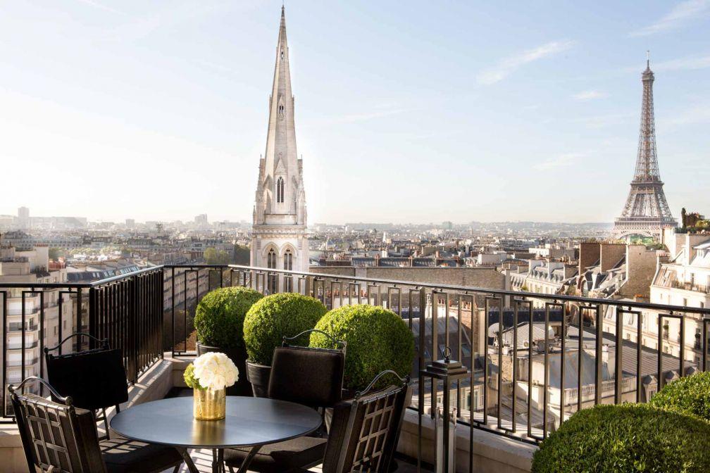 La vue depuis la terrasse de la chambre Penthouse du Four Seasons George V © DR