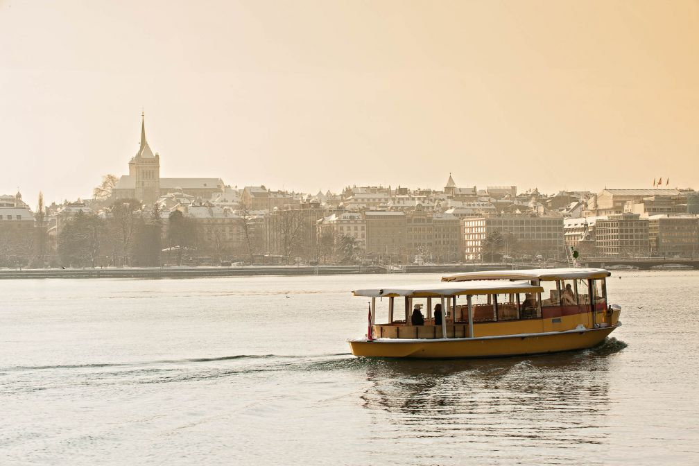 Les Mouettes sont de petits bateaux-taxis jaunes qui relient toute l'année les deux rives du lac Léman © Switzerland Tourism