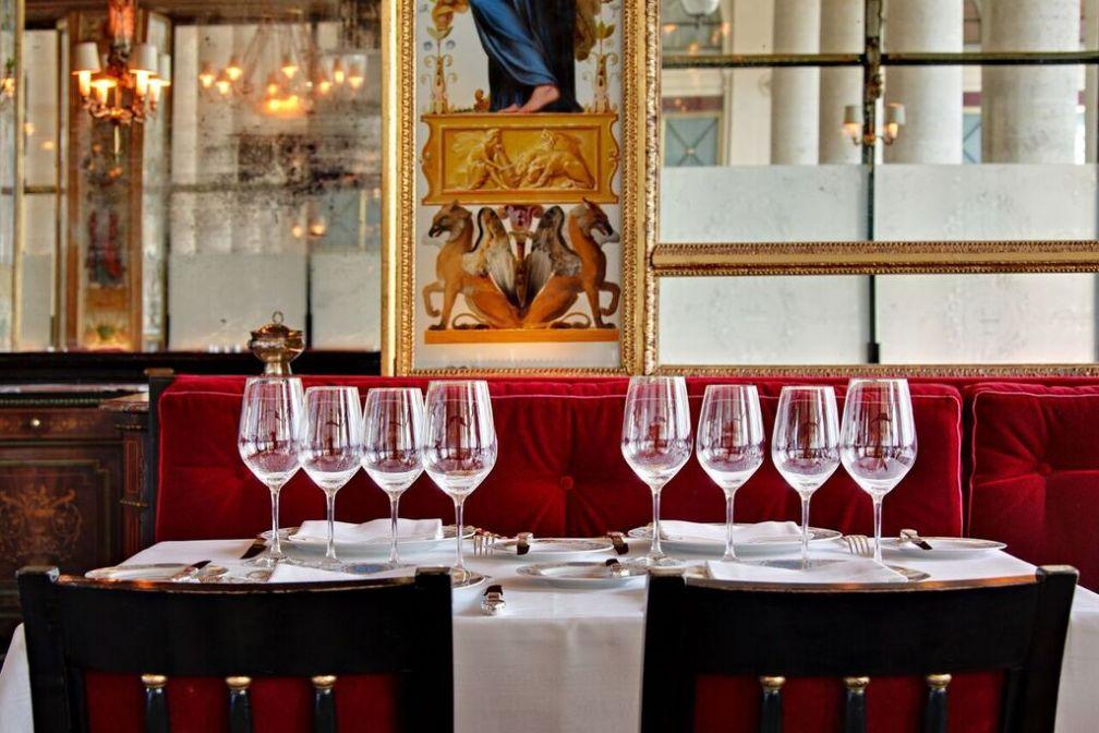 À l'intérieur du Grand Véfour, un spectaculaire décor néo-classique en provenance du Directoire © DR