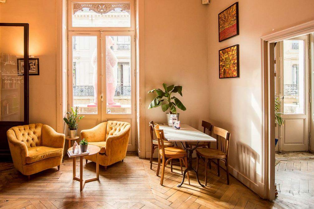 L'auberge de jeunesse nouvelle génération HO36 propose des chambres individuelles en plein centre-ville © DR