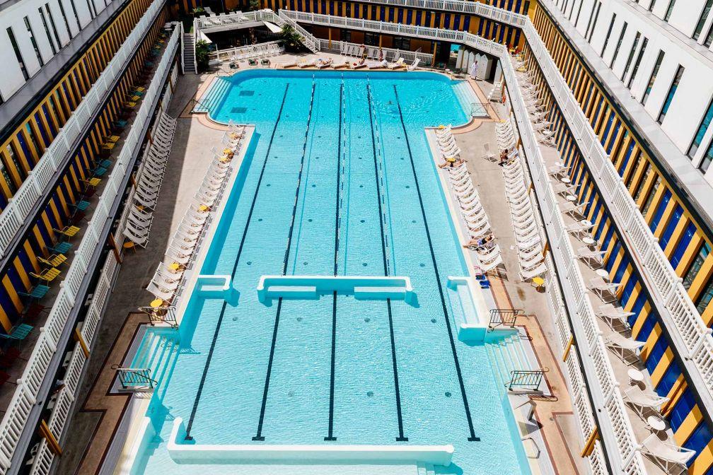 L'immense bassin extérieur (46 mètres) de l'Hôtel Molitor MGallery est la plus grande piscine d'hôtel de Paris © DR