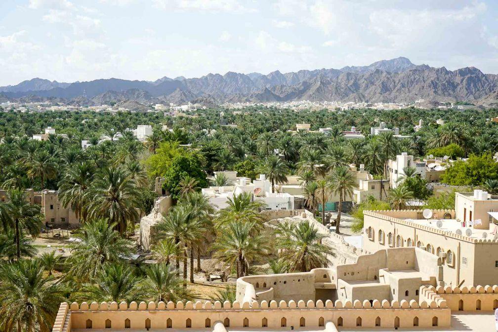 Vue depuis le fort de Nizwa, édifié au XVIIème siècle et haut lieu du tourisme omanais © YONDER.fr