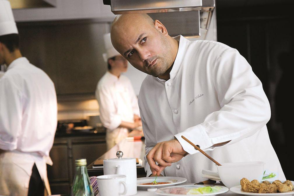 Frédéric Anton, chef trois-étoiles et Meilleur Ouvrir de France 2007 dans les cuisines © Le Pré Catelan