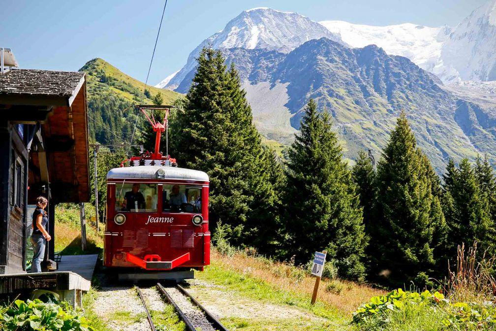 Les motrices du Tramway du Mont Blanc partent à l'assaut des pentes les plus escarpées © OT Saint-Gervais Studio buonaventura