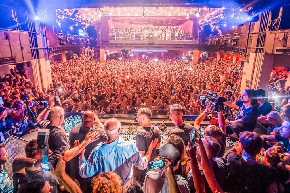 La saison 2016 à Ibiza a évidemment été marquée par la fermeture définitive du mythique Space. Cette photo a été prise alors que Carl Cox jouait le dernier disque de l'histoire du club. © ##DJMAG@@http://djmag.com/news/57-massive-tracks-final-space-ibiza-closing