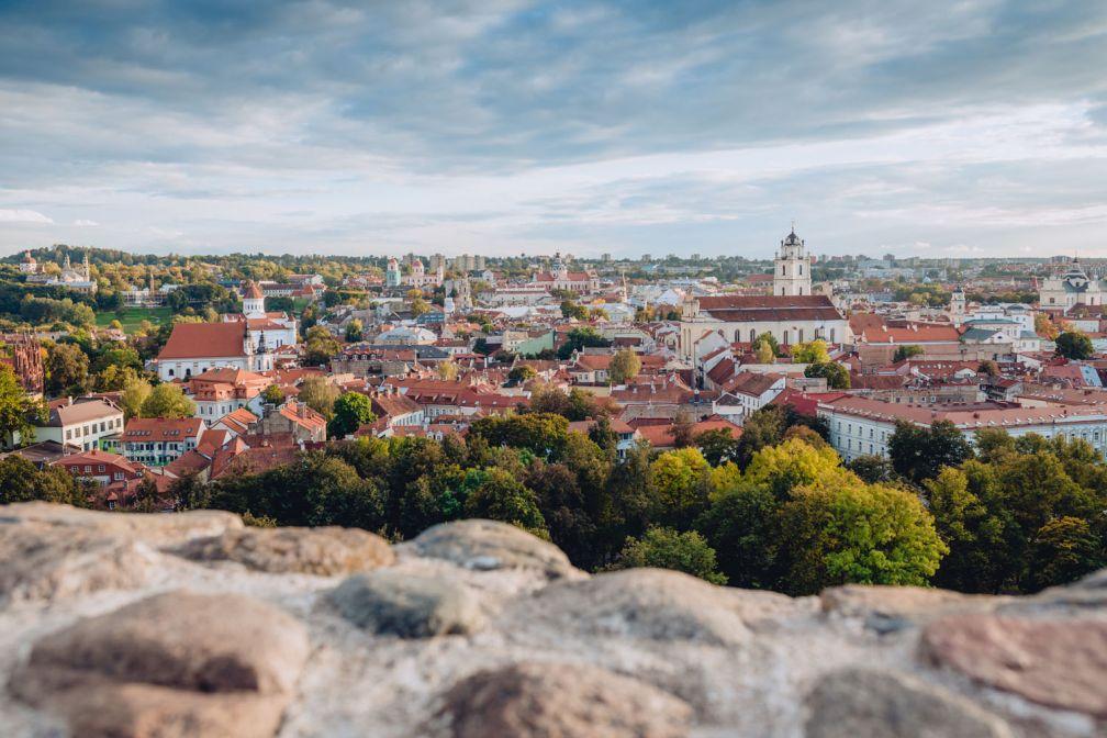 Vue sur la vieille ville de Vilnius © ##Walkable Vilnius@@https://walkablevilnius.com/places/vilnius-old-town/