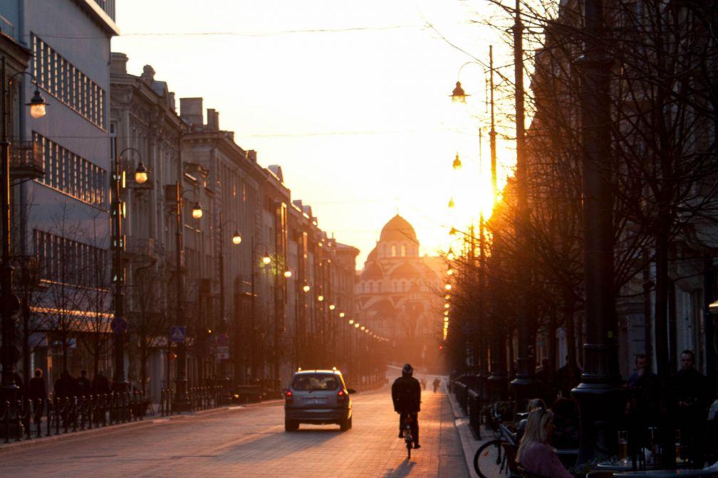 Coucher de soleil sur Vilnius, la capitale lituanienne © ##Nereta S@@http://www.realisbeautifulstock.lt/en/author/nereta-s