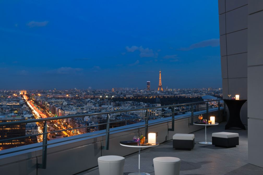 Le Skyline Paris Lounge & Bar, unique rooftop de la Défense et véritable atout de l'hôtel © Melià