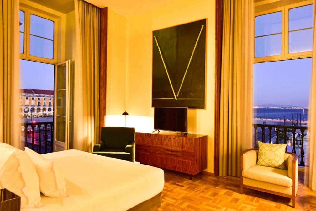Vues sur la place Praça Do Comercio et sur le Tage depuis l'une des suites de l'hôtel © Pestana Hotel Group