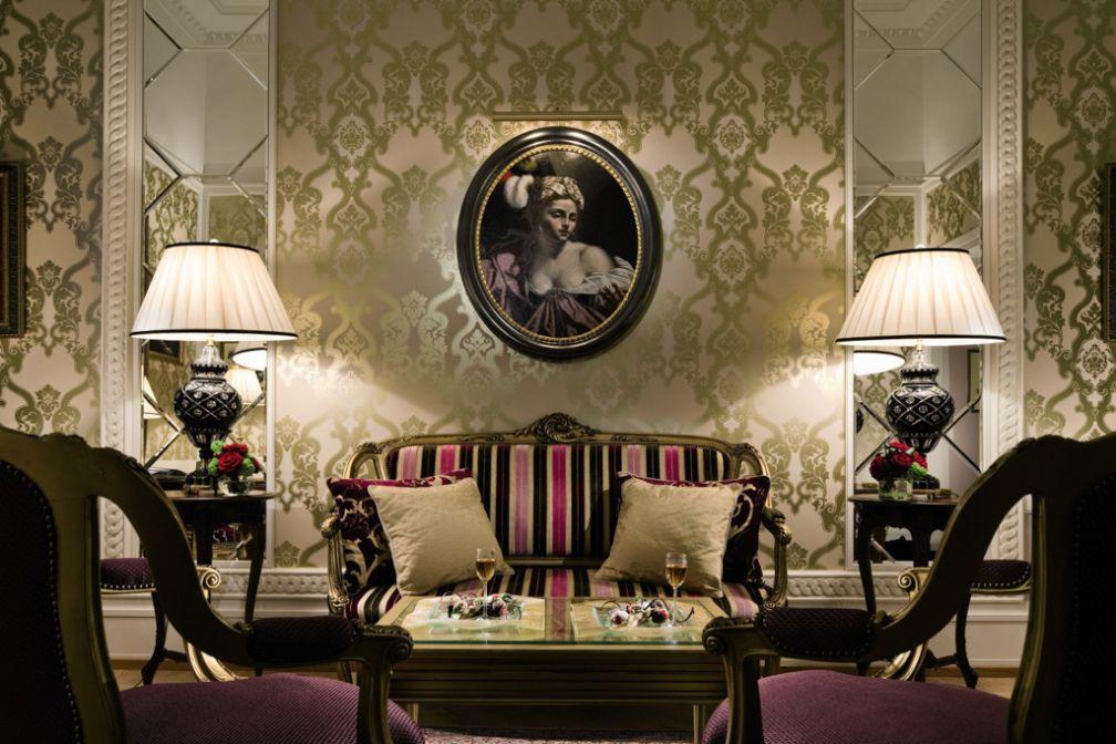 Le salon de la Suite Fabergé, l'une des fastueuses Suites Historiques du Belmond Grand Hotel Europe à Saint-Pétersbourg | © Belmond
