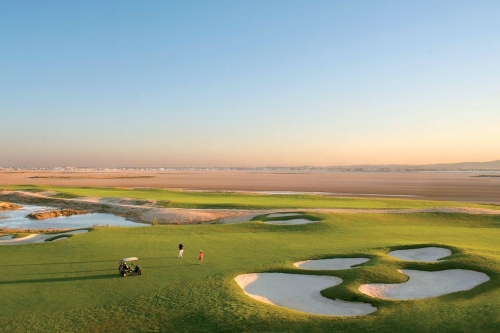 Le splendide golf de The Residence Tunis, entre mer et lac salé, a été imaginé par Robert Trent Jones II | © The Residence Tunis