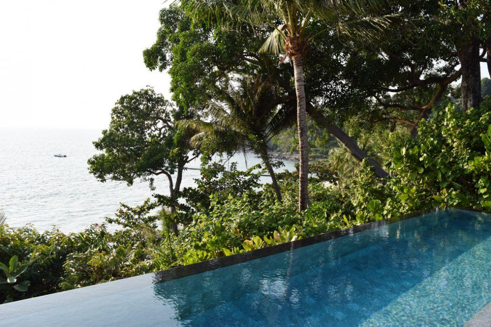 Les piscines des villas surplombent la mer d'Andaman | © Yonder.fr