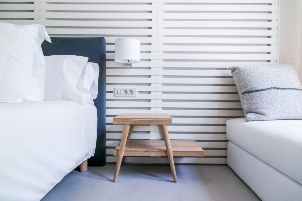 Les tons gris dominent les chambres et suites | © Margot House Barcelona