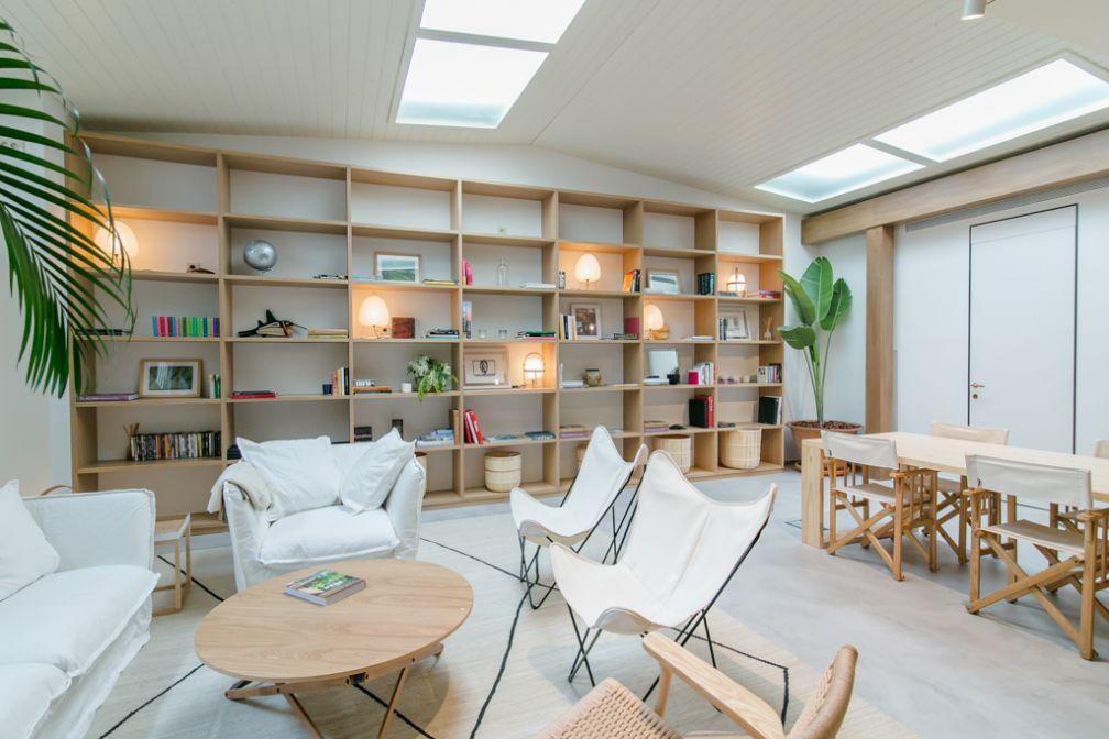 Le salon de Margot House, lieu de convivialité chic pour les hôtes du lieu | © Margot House Barcelona