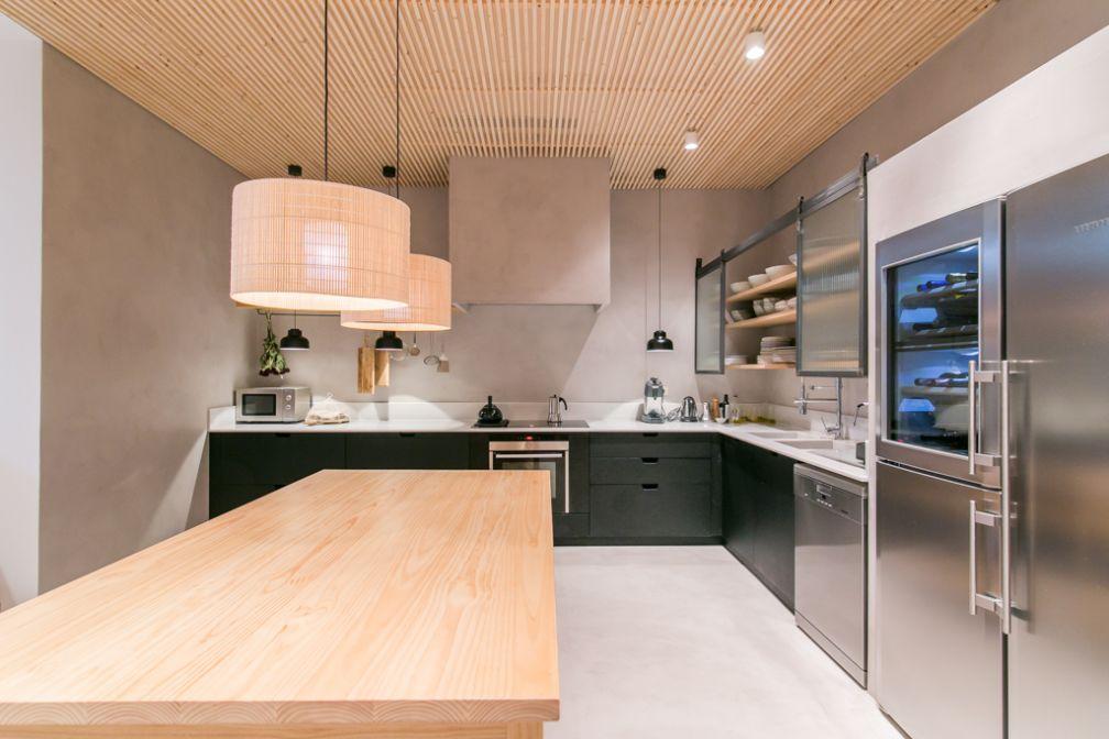 À l'intérieur de la cuisine, tout le nécessaire pour cuisiner soi-même | © Margot House Barcelona