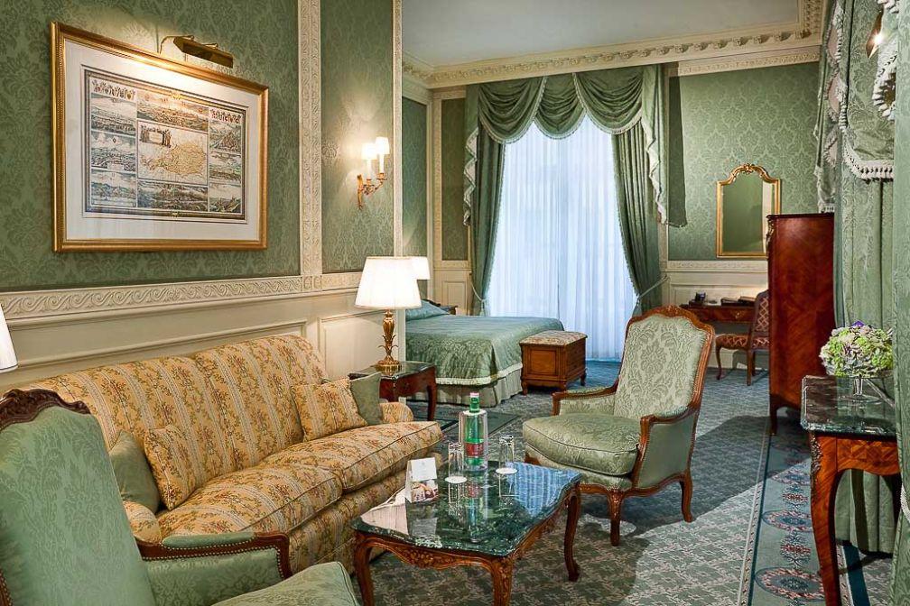 Une très confortable Junior Suite dans des tons verts | © Grand Hotel Wien