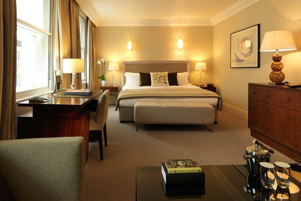 Chambre Deluxe décorée par Olga Pozzini | © Rocco Forte Hotels