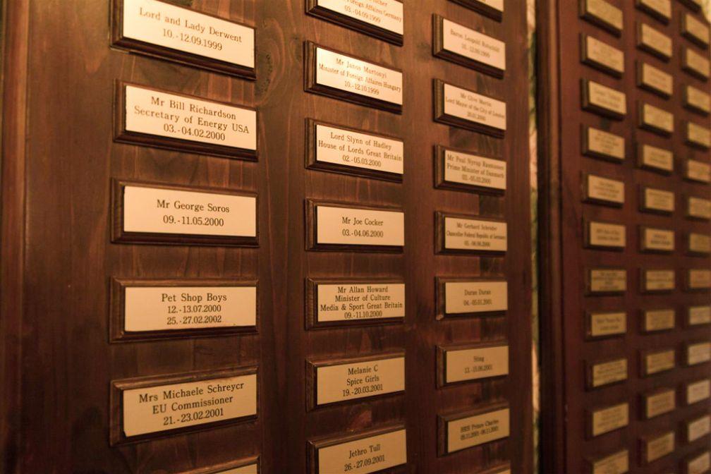 Le « Wall of Fame » du Schlössle : y sont notés les noms de toutes les nombreuses célébrités ayant séjourné ici   © Hotel Schlössle