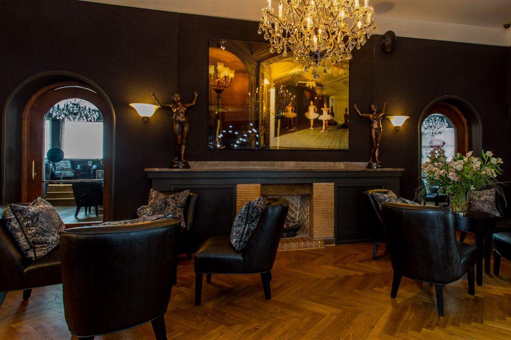 Le lobby est particulièrement confortable avec sa cheminée   © Hotel St. Petersbourg