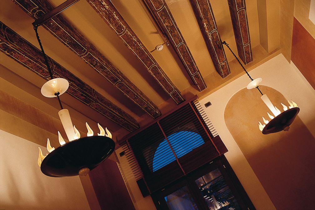 Lustres au premier étage de l'hôtel, le piano nobile | © Ca' Pisani Hotel