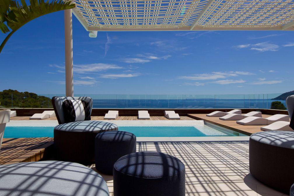 Piscine et lounge sur le rooftop de l'hôtel | © Aguas de Ibiza