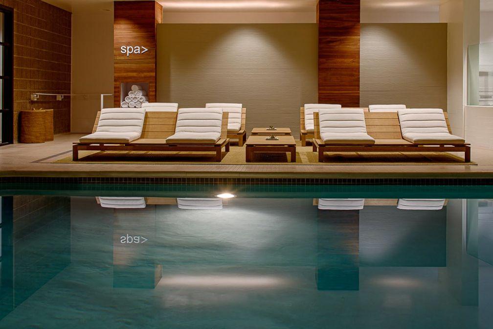 La piscine de l'hôtel, bénéficiant d'un éclairage naturel | © Park Hyatt Washington