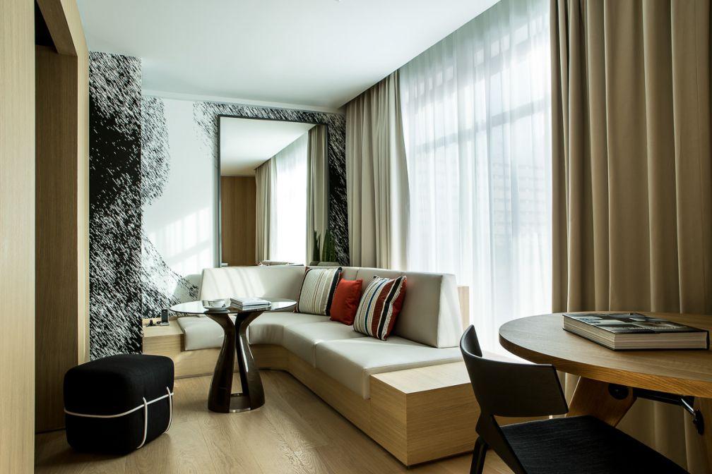 Dans l'une des luxueuses Junior Suite Duplex de l'hôtel, la mezzanine accueille la chambre à coucher | © Le Cinq Codet