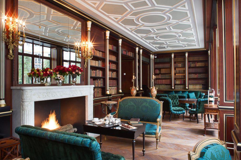 La superbe librairie de l'hôtel, réservée aux seuls clients de l'établissement