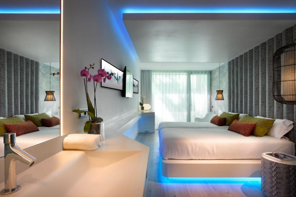 Chambre Deluxe Swim-up Club avec accès aux piscines privées | © Hard Rock International de l'hôtel