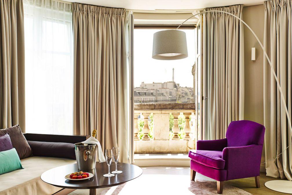 Junior Suite avec vue sur la Tour Eiffel à l'Indigo Paris. © Indigo Hotels