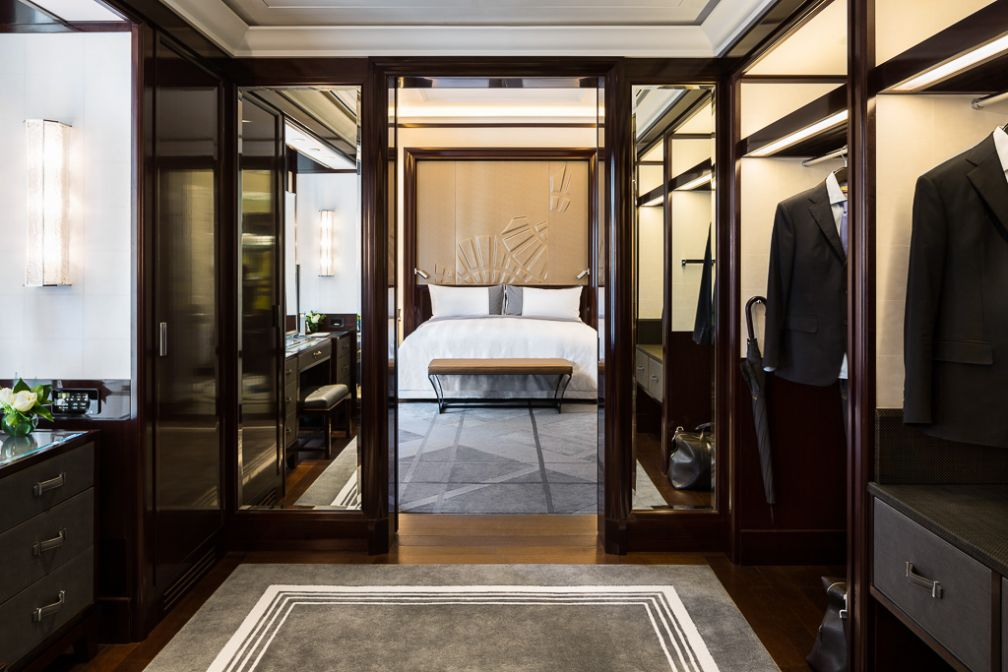Dressing ultra luxueux au Peninsula Paris. © The Peninsula Hotels