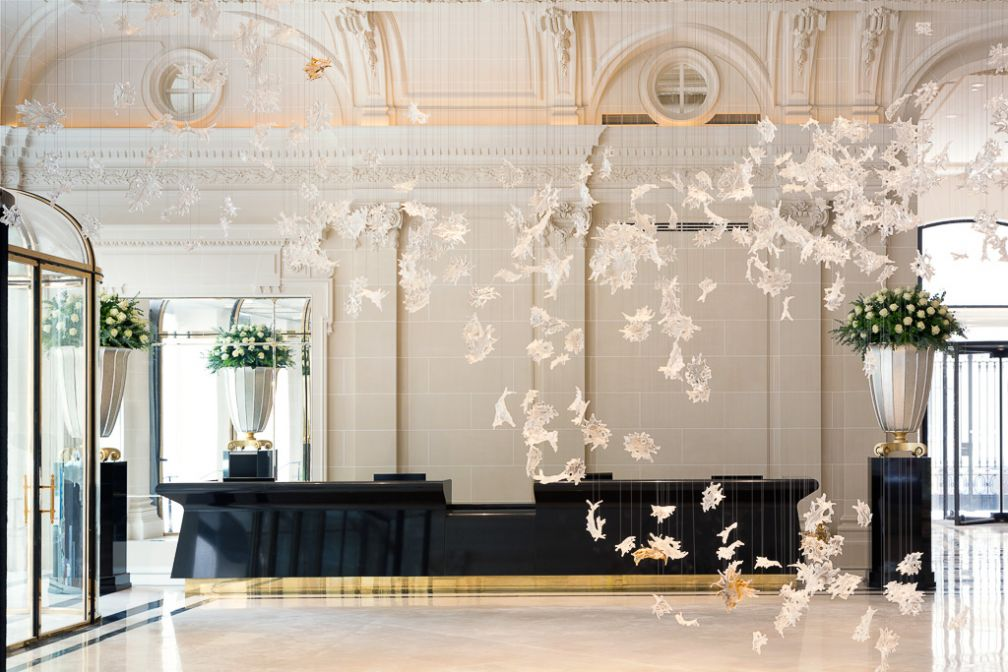 Le fastueux lobby du Peninsula Paris. © The Peninsula Hotels