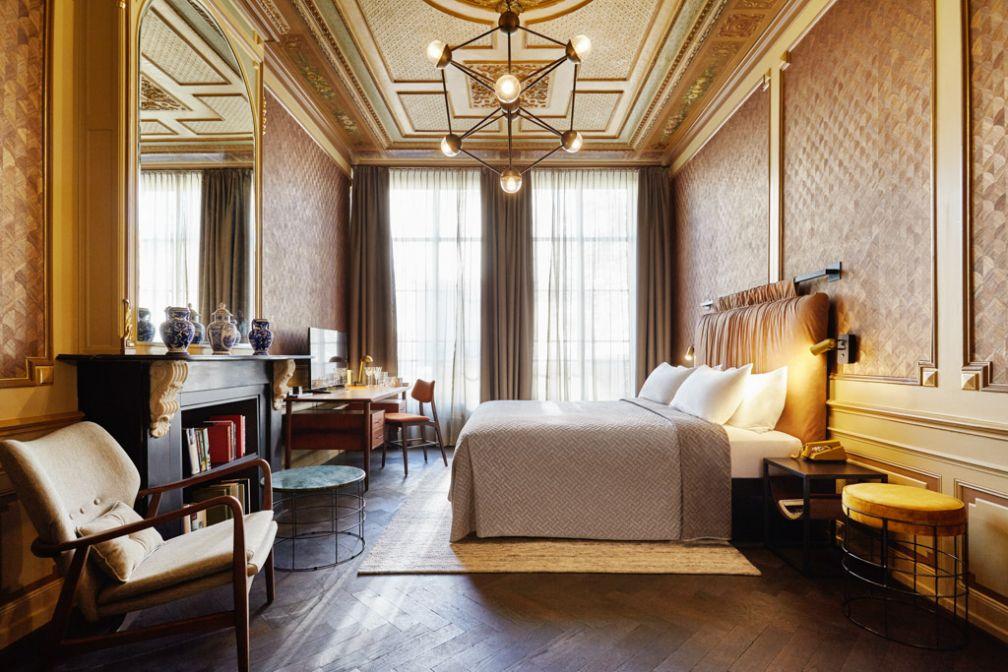 Des chambres baignées de lumière pour tous les voyageurs, où les éléments de décor s'accordent avec le jour.