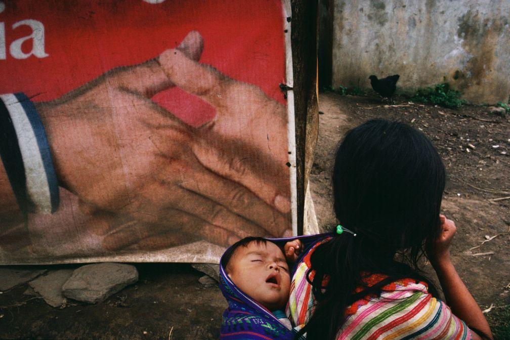 Polho, Chiapas. 1998. Réfugiés dans le village de Xoyep. © Alex Webb / Magnum Photos