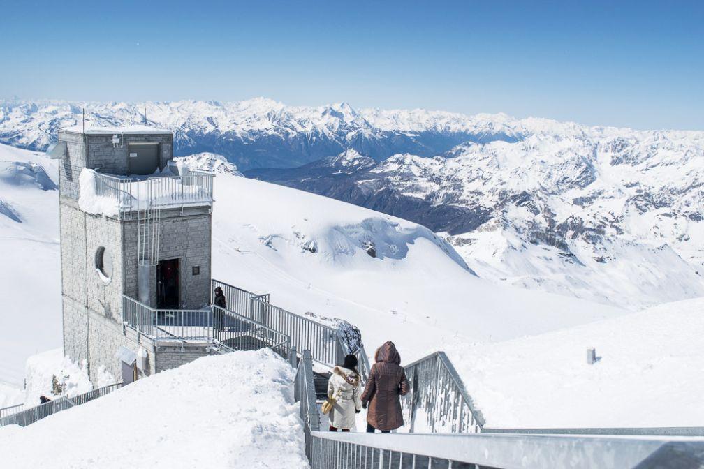 Au sommet du Klein Matterhorn (Petit Cervin), 3 883m.  © Yonder.fr